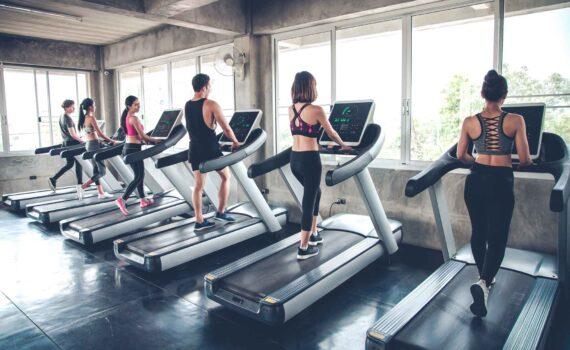 nvto_elmnt_people-jogging-on-treadmills-W8GE43P